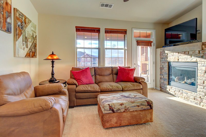Mountain penthouse condo w/ shared hot tub & pool, near ski access!, holiday rental in Hot Sulphur Springs