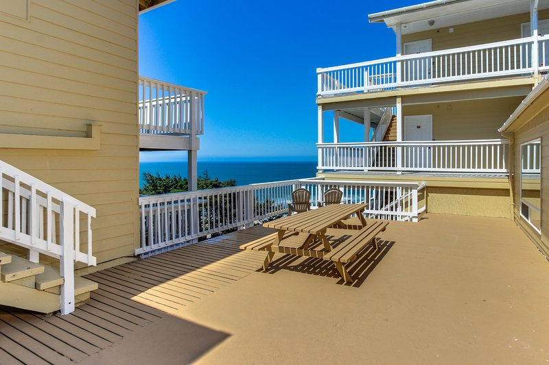 Romantic oceanview suite - easy beach access, dog-friendly!, holiday rental in Lincoln City