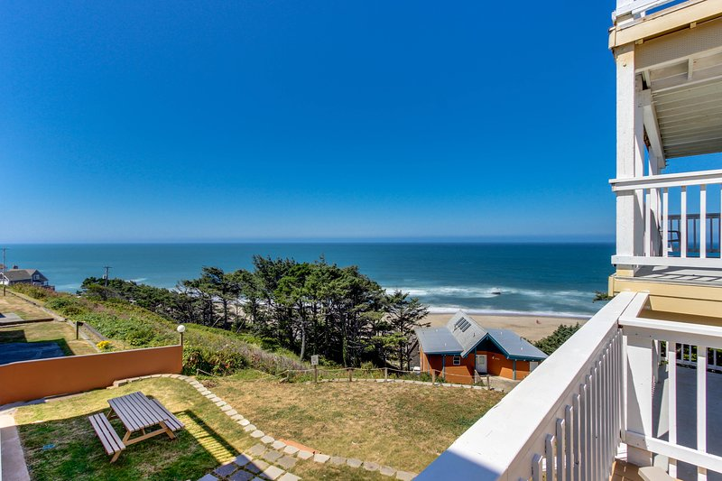 Ocean views and pure luxury await from this dog-friendly home!, holiday rental in Lincoln City