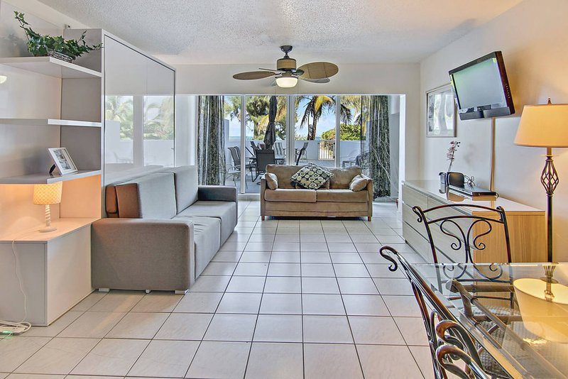 Modern, waterfront condo near the beach w/ view, pool, & more resort amenities, holiday rental in North Bay Village
