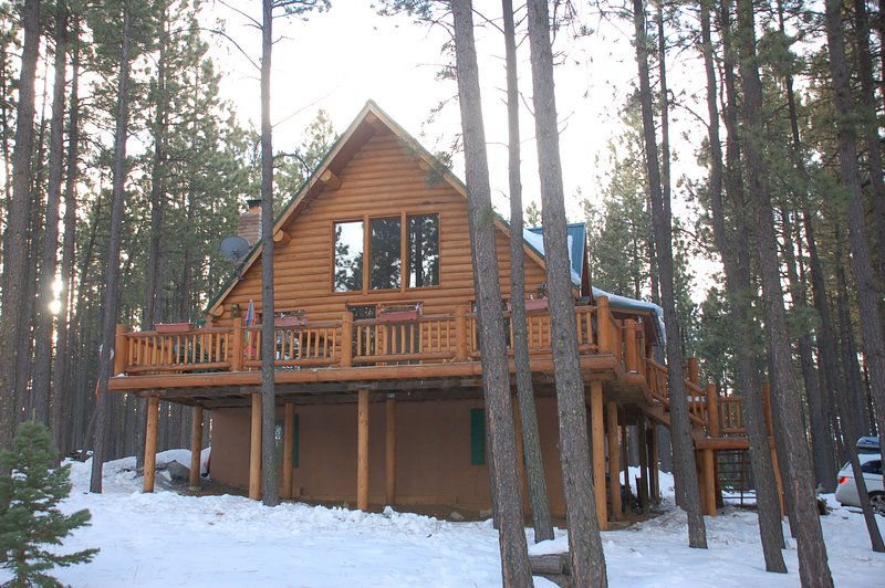 Picturesque Mountain Cabin - Sleeps 8, holiday rental in Angel Fire