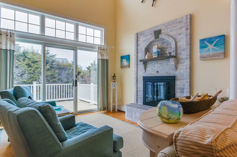 Bright, coastal family home close to beaches - dogs welcome!, vacation rental in Cape Neddick