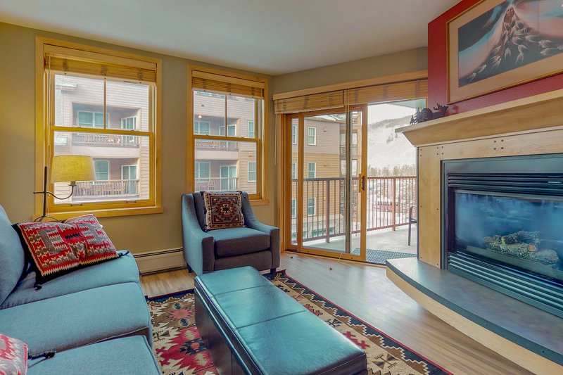 Walk to slopes from cozy condo w/pool, hot tub, & fitness! Chalet in Keystone