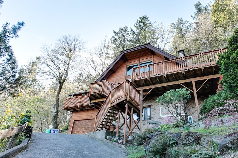 Mt. Tabor retreat w/ hot tub & gorgeous views of Mt. Hood!, location de vacances à Happy Valley