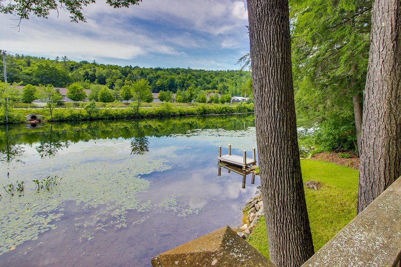 Quaint lakefront home with a private deck, firepit, and dock!, vacation rental in Proctorsville