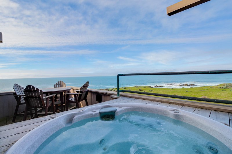 Large oceanfront home w/ hot tub, shared pool, & large deck. Dogs welcome!, vacation rental in Gualala