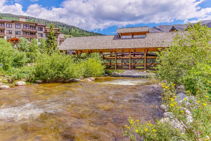 Condo w/ ski view, shared hot tub, tennis, & fitness room - walk to lifts Chalet in Copper Mountain