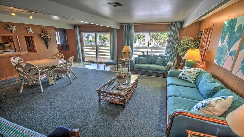 Seaside escape with ocean views, free WiFi, and classic beach decor, vacation rental in Port Isabel