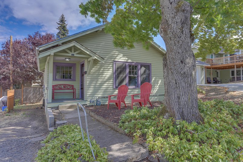Downtown dog-friendly home, walk to restaurants, breweries, the river & more!, holiday rental in Parkdale