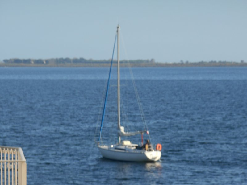 Marseillan 2 bed property with views over port and sailboats, location de vacances à Marseillan