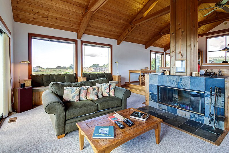 Sea Ranch home w/ separate cottage and hot tub plus shared pool, vacation rental in Gualala