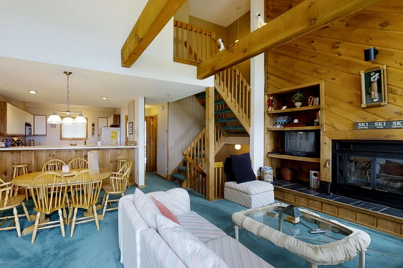 Warm, welcoming home has easy access to skiing & shared seasonal pool, vacation rental in Proctorsville