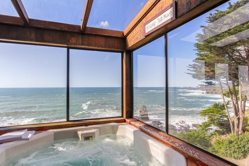 Oceanfront w/ incredible views, decks & a hot tub - close to town, 1 dog OK!, vacation rental in Gualala