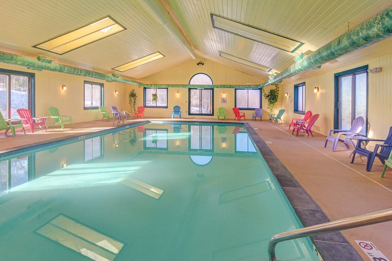 Ski-in/ski-out condo w/ shared pool & seasonal hot tubs - golf & tennis nearby!, vacation rental in Proctorsville