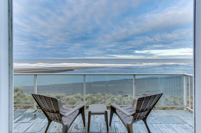 Oceanfront condo w/ spectacular ocean view - walk to beach!, aluguéis de temporada em Wedderburn