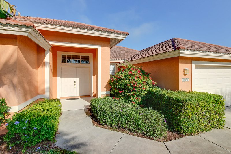 Waterfront home in gated community boasts private pool and amazing location!, vacation rental in Golden Gate