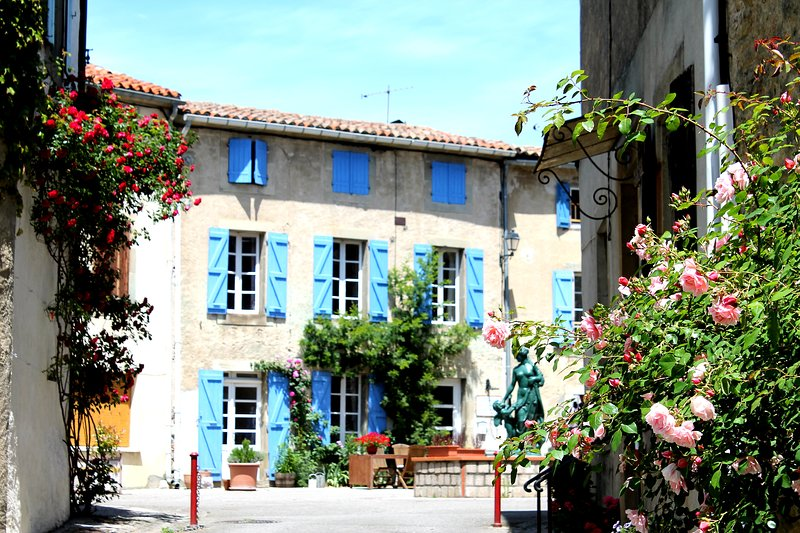 18th century 3 bedroom holiday cottage in the hills south of Carcassonne