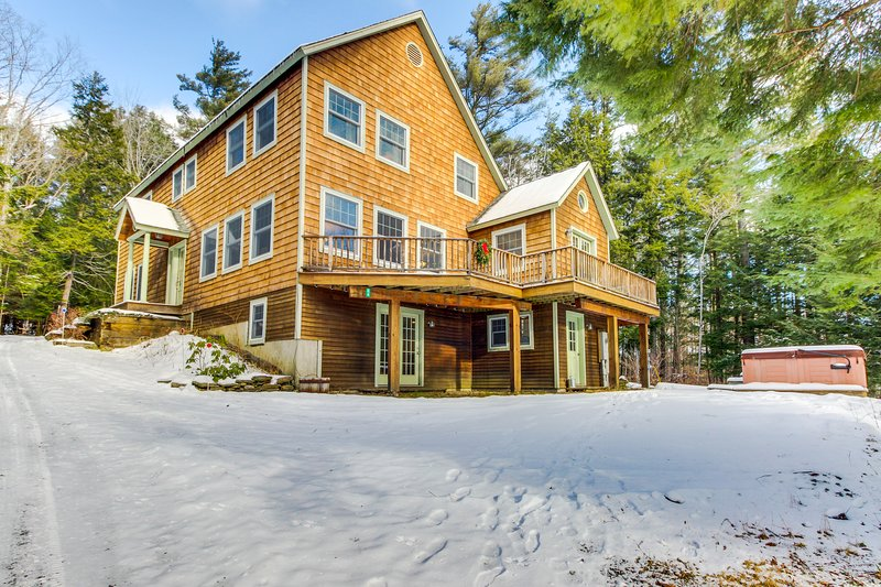 Spacious home for large groups. Outdoor hot tub, Okemo just 2 miles west!, location de vacances à Proctorsville