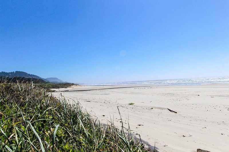 Intimate oceanfront getaway with private beach access & jetted bathtub, vacation rental in Yachats