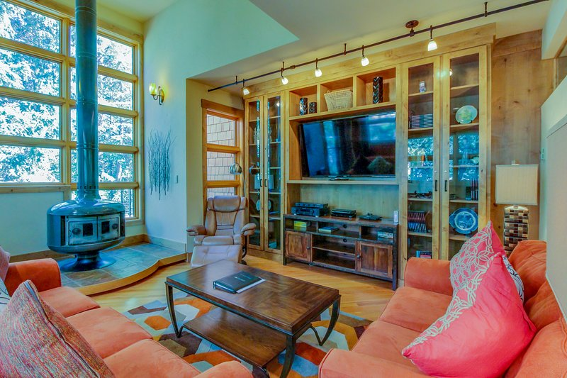 Waterfront townhouse - close to Main Street & skiing, vacation rental in Frisco