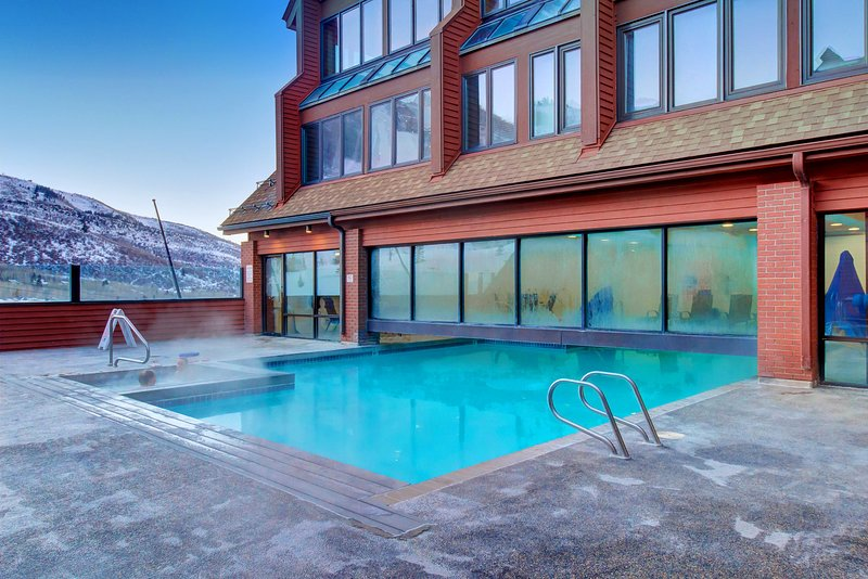 Cozy ski-in/ski-out condo w/ a kitchenette - walk to lifts & restaurants Chalet in Park City
