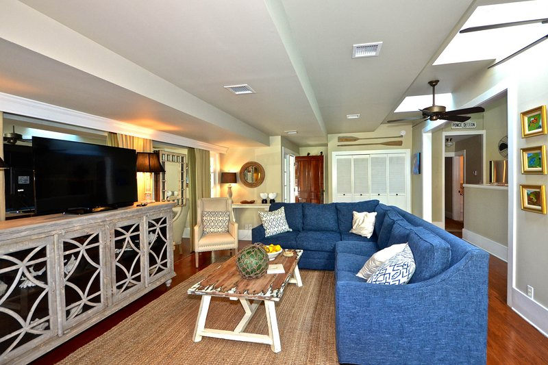 Welcoming home w/ private pool & covered porch - walk to dining & attractions, holiday rental in Sugarloaf Key