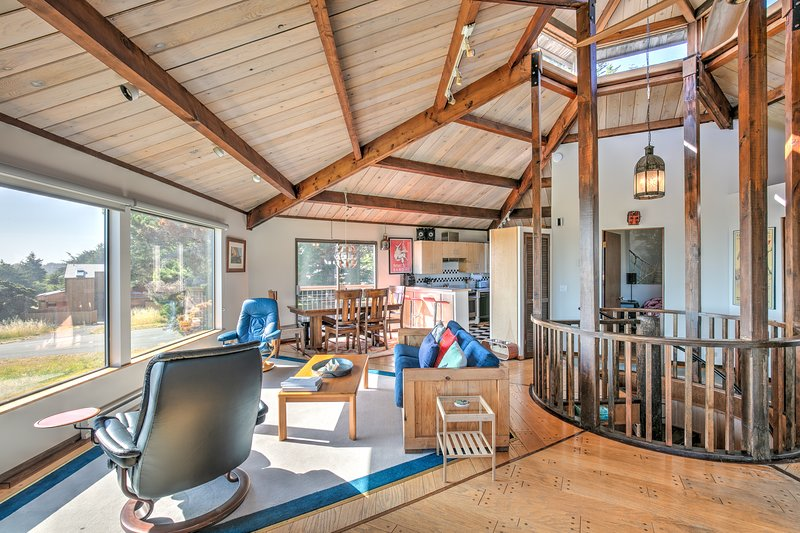 Oceanview & dog-friendly home w/ private hot tub plus pools & tennis access, vacation rental in The Sea Ranch