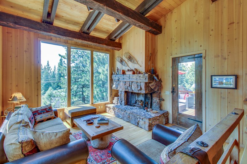 Beautiful mountain home close to year-round outdoor activities & Lake Tahoe! Chalet in Northstar
