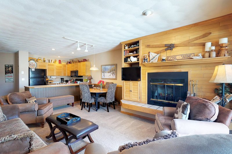 Charming, waterfront condo with furnished deck, shared hot tub, & fitness room Chalet in Arapahoe Basin