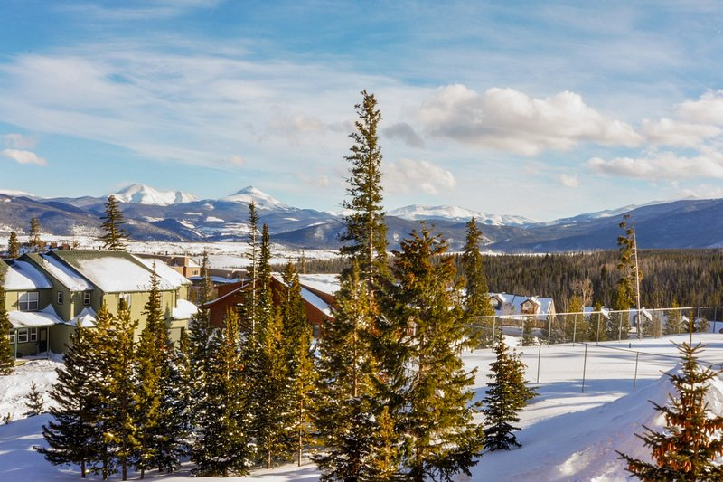 Family-friendly condo close to skiing w/shared pool, hot tub, sauna, & game room, vacation rental in Wildernest