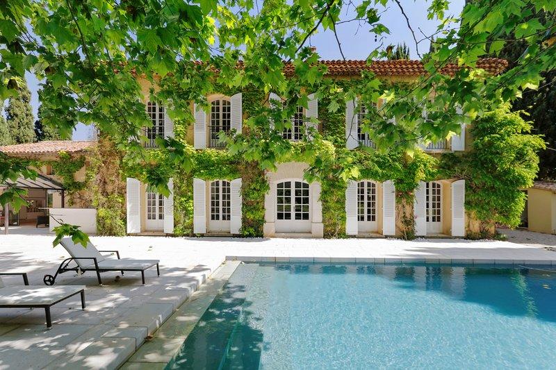 Bastide Provencale de charme 14 voyageurs 5 mn de la mer, holiday rental in Saint-Cyr-sur-Mer