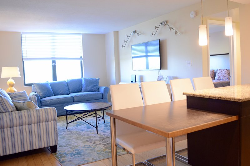 Clearwater Vacation Beach 2 B/R Condo fits 8ppl, vacation rental in Clearwater