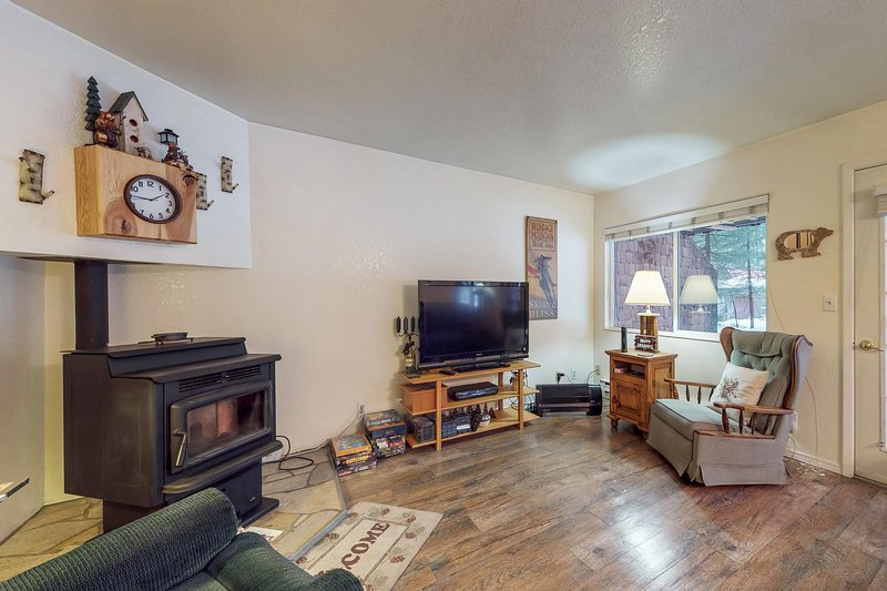 Cozy family condo w/easy access to skiing, lakeside adventures, & attractions, vacation rental in Tamarack