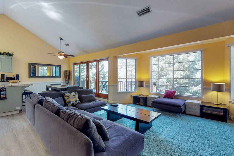 Welcoming mountain home with plenty of space, private billiards table & foosball, holiday rental in Crest Park