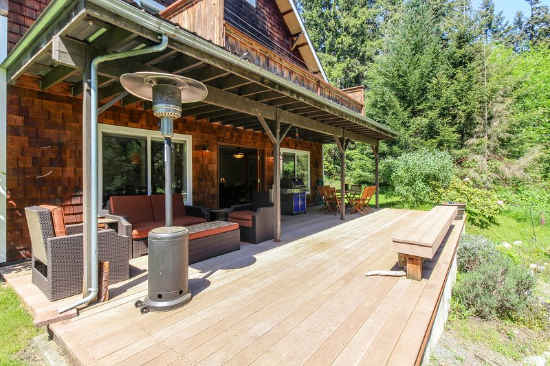 Dog-friendly home with peaceful location near lake, town, and more, vakantiewoning in Freeland