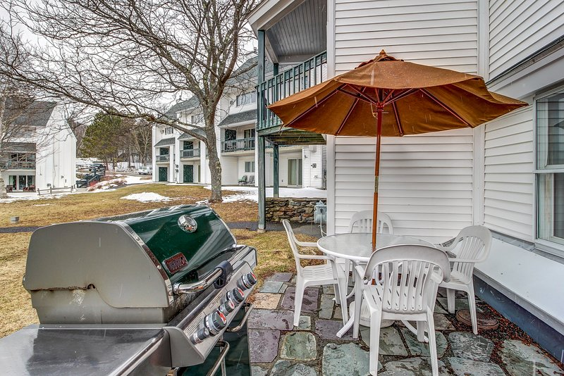 Ski-in/out condo w/ shared pool, slope access, year-round fun, holiday rental in Underhill Center