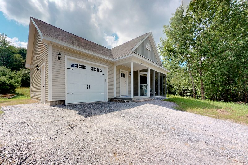 Lovely, newly-constructed home on 100 acres w/ high-end appliances!, holiday rental in Harrison