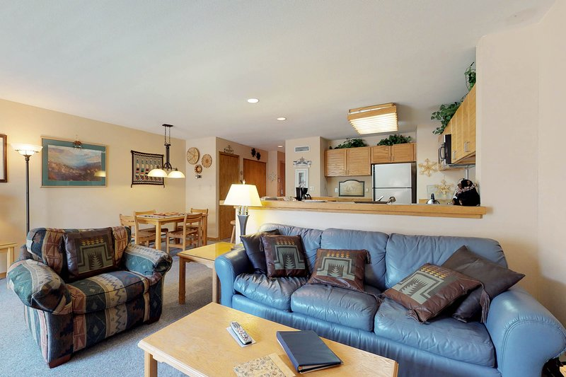 Spacious ground-level condo with ski views, shared pool and hot tub Chalet in Keystone