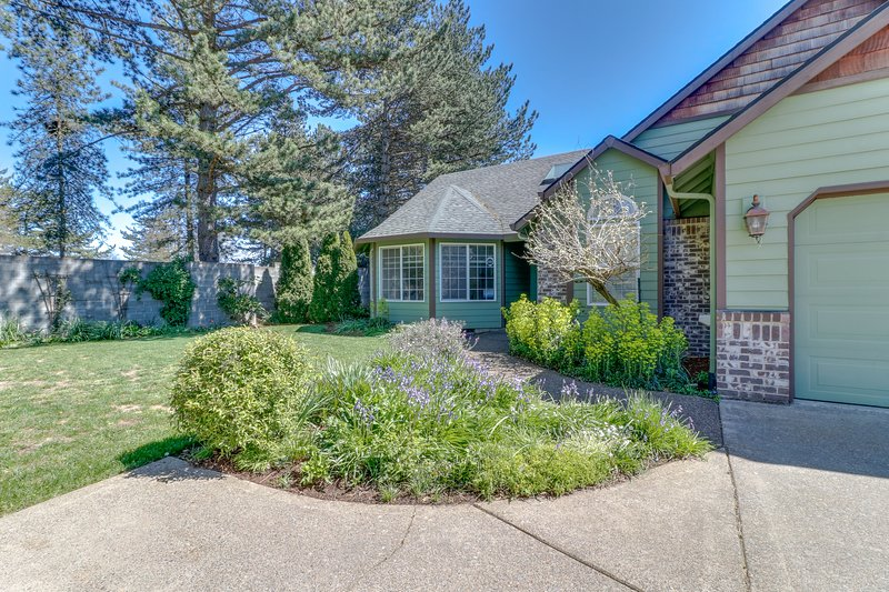 Family-friendly house w/fireplace, kitchen & yard - wineries nearby, holiday rental in Yamhill