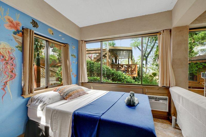 Jellyfish Studio - Große private Terrasse, Wohnbereich, große 2-Personen-Dusche. Schön von Hand bemalt!