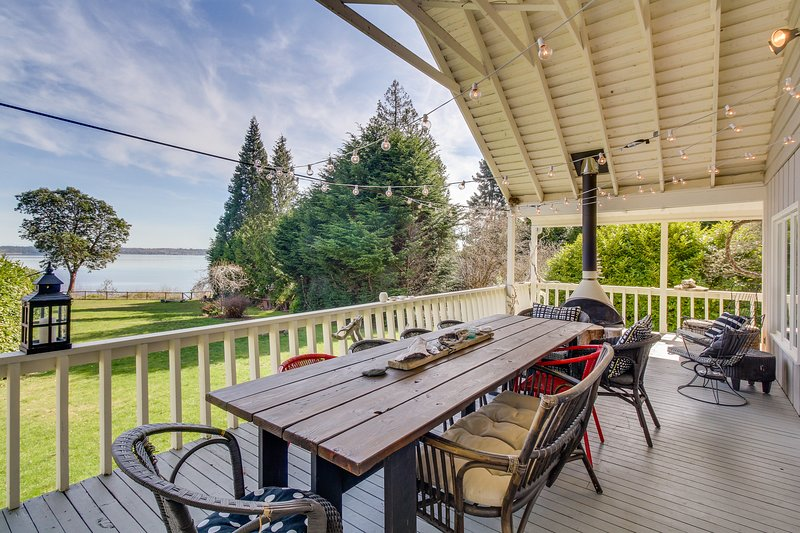 Dog-friendly, waterfront home with gorgeous views, deck, moments from beach!, holiday rental in Port Ludlow