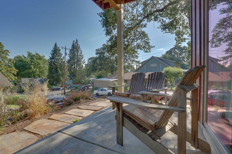 Cozy retreat w/ prime location - close to river adventures, dogs OK, location de vacances à White Salmon
