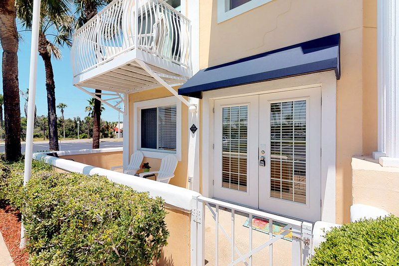 Dog-Friendly Condo w/Shared Pool & Beach Access/Free WiFi/Private Washer/Dryer!, vacation rental in Port Canaveral