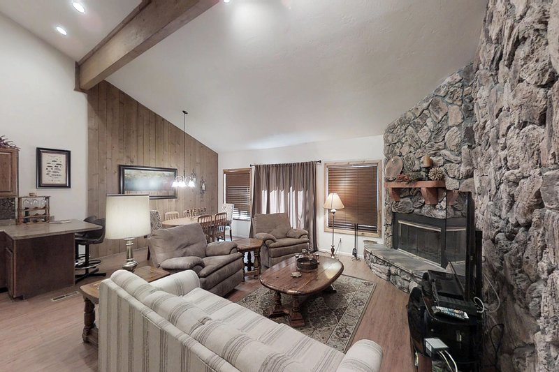 Dog-friendly condo w/fireplace & entertainment -close to ski, lakes, holiday rental in Pagosa Springs