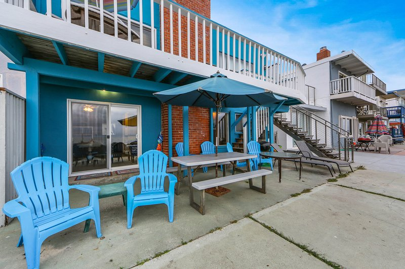 Oceanfront two-level home w/2 kitchens, beach access & space, holiday rental in Soquel