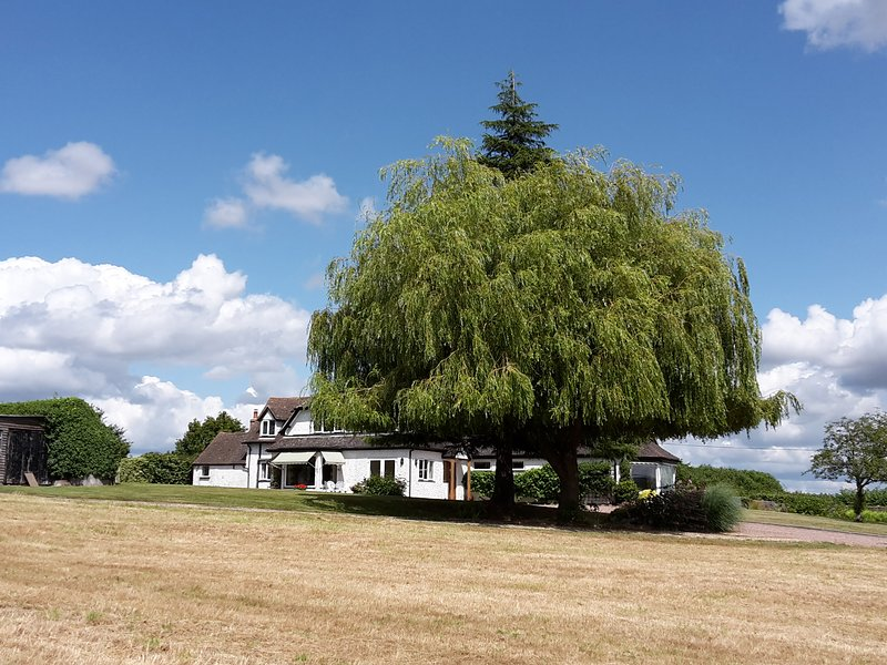 THE COTTAGE, semi-detached, all ground floor, WiFi, near Malvern, Ref 921093, location de vacances à Suckley