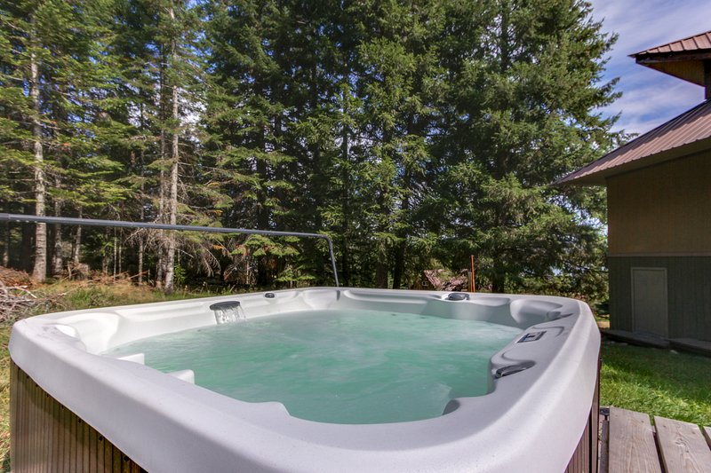 Dog-friendly, river view cabin w/amazing views, private hot tub!, vacation rental in Laclede
