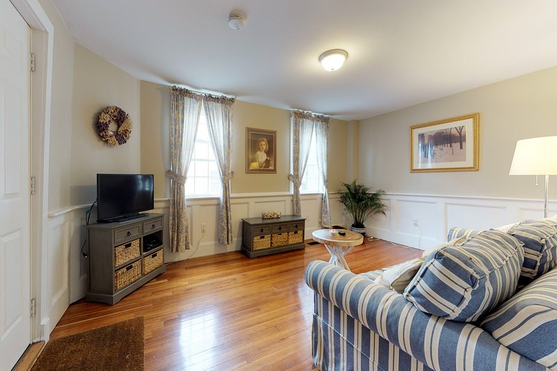 Charming, antique home in the heart of historic Salem!, vacation rental in Swampscott