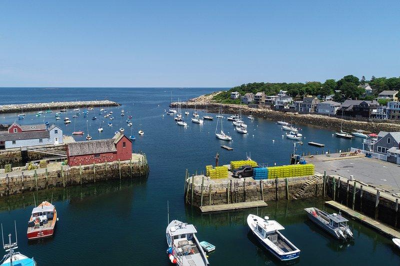 Breezy home w/patio -dogs OK, walk to beach, harbor & restaurants, holiday rental in Cape Ann