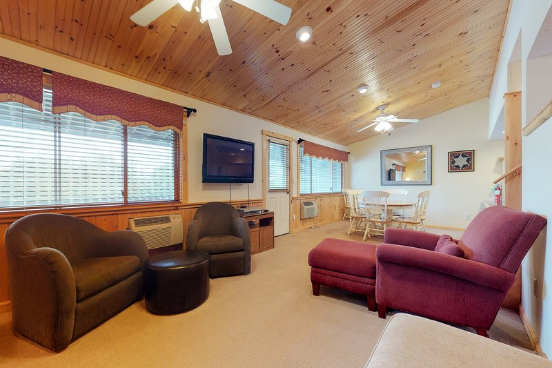 Newry condo w/ ski-in/ski-out access to trails, shared heated pool!, vacation rental in Newry